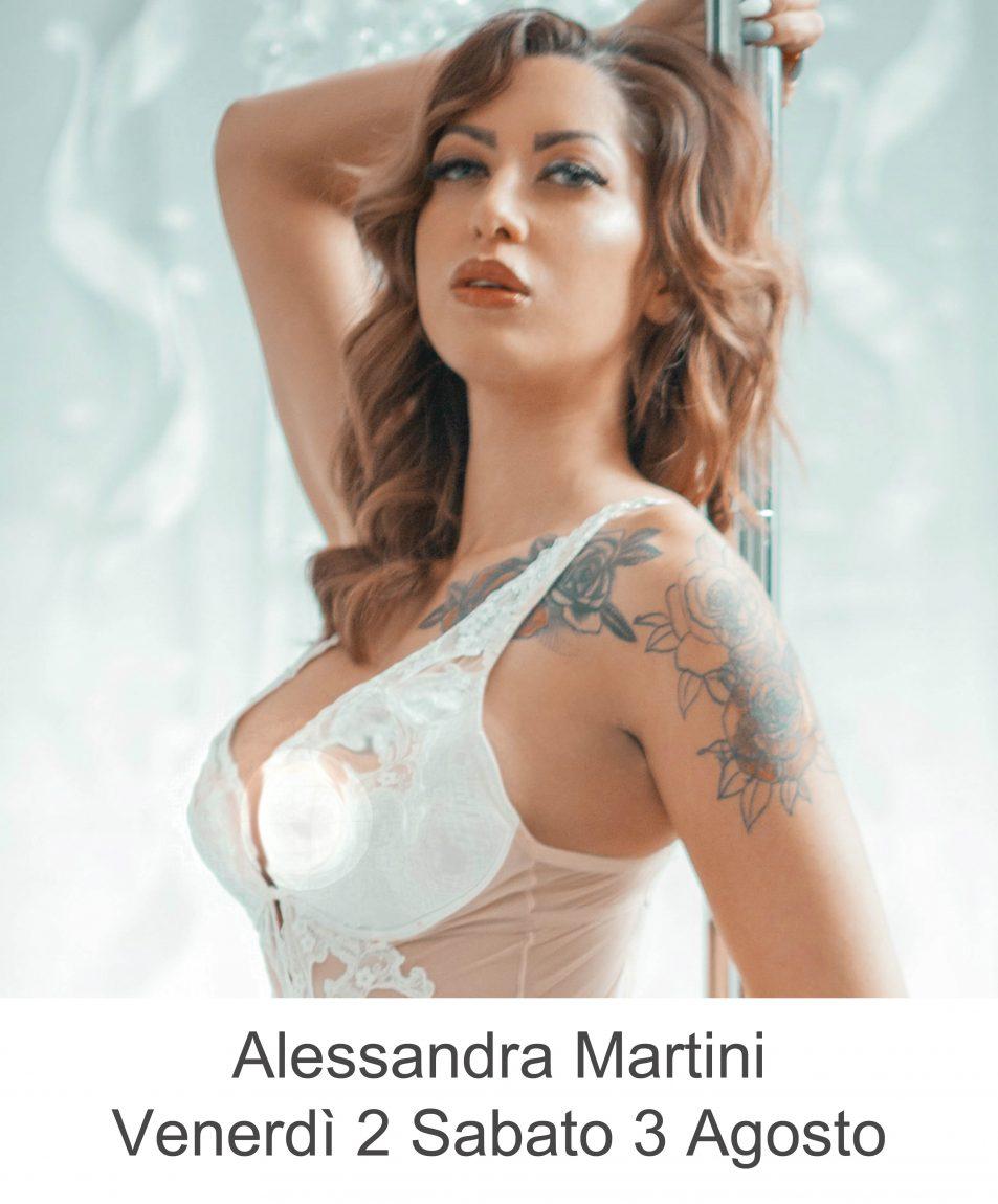 Alessandra Martini nel miglio lap dance night club in Toscana